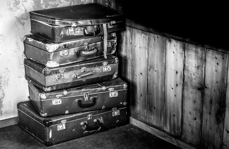suitcases-2525193_960_720.jpg